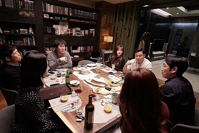 12월 배리어프리 상영작 <완벽한 타인> 스틸컷 이미지 04