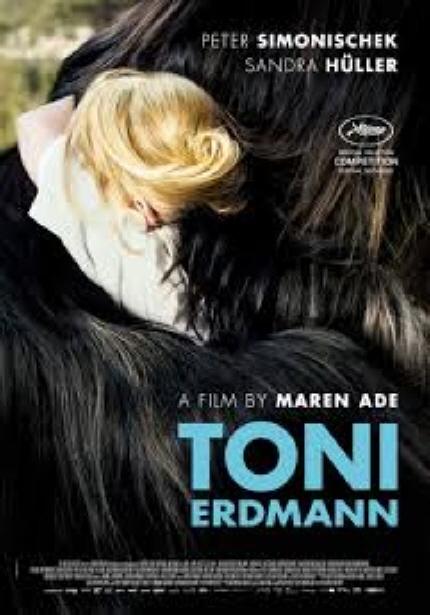 독일 영화의 봄 상영작 <토니 에드만> 포스터 이미지